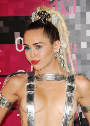 Miley Cyrus: 2015 MTV Video Music Awards in Los Angeles [adds]-02